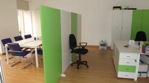 Visione d'insieme area riunioni e ufficio